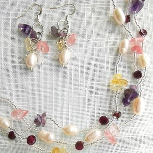 NWT freshwater pearl gemstone necklace earring set